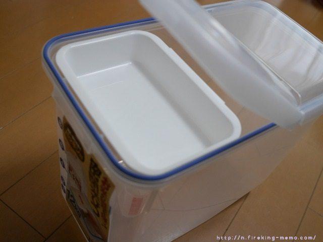 無印良品の米びつ。 ちょうど2キロのお米が入る?らしく我が家にはちょうどイイサイズ。