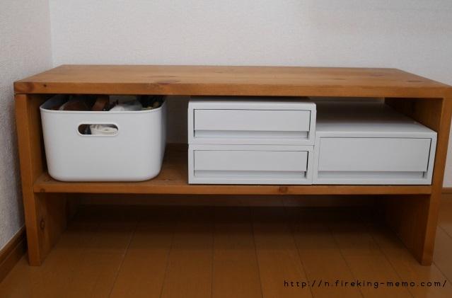 木の棚の中をすべて無印良品の収納ケースに変更。