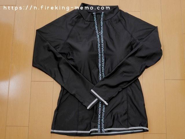 ジップ部分の柄と袖と裾のステッチが可愛いラッシュガード