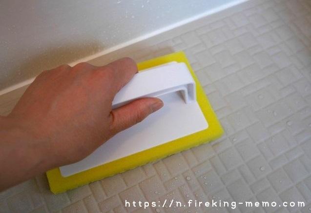アズマ工業の床用ブラシでお風呂の床掃除