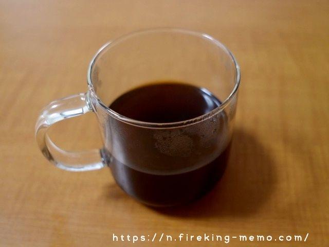 無印のガラスマグに淹れたホットコーヒー