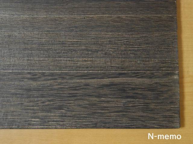 木板 焼き目付き さわると黒い色がつく