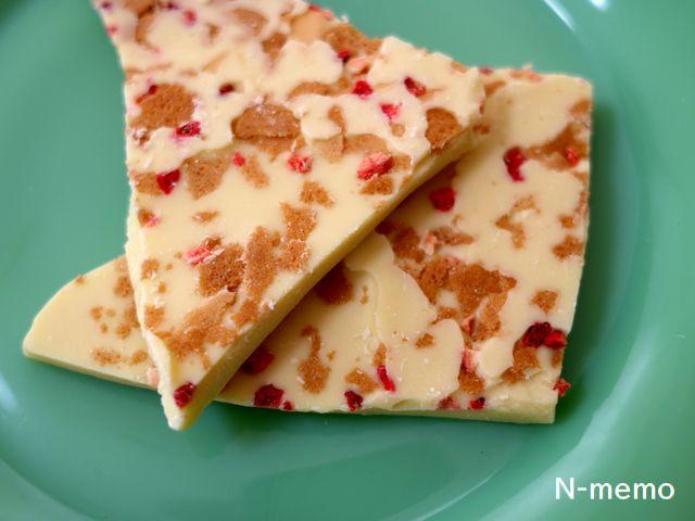 割れチョコ「ミルフィーユ」乾燥イチゴと焼き菓子の粒入り